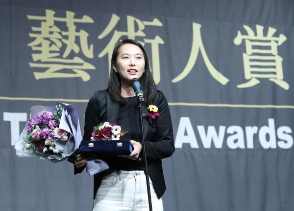 2019년 11월 6일 오후 서울 중구 충무로 명보아트홀에서 열린 신영균예술문화재단 제9회 아름다운 예술인상 시상식에서 신인예술인부문 수상자인 영화 '벌새' 김보라 감독이 소감을 밝히고 있다. ⓒ뉴시스·여성신문