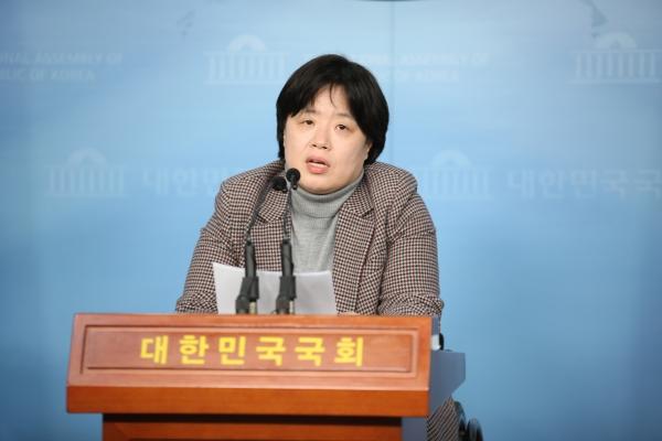 13일 오후 서울 여의도 국회의사당 정론관에서 21대 총선 출마선언에 대한 기자회견을 열었다. ⓒ여성신문 홍수형 사진기자