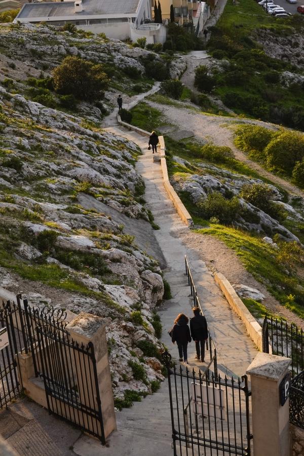 마르세이유 높은 언덕에서 아래로 내려가는 길에 빛이 어렸다. 사진_조현주