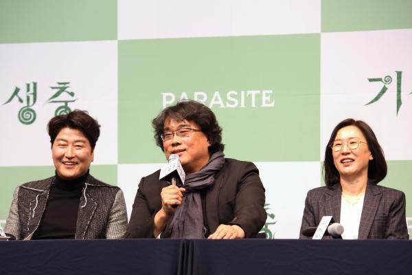 봉준호 감독이 19일 영화 '기생충' 기자회견에서 질문에 답하고 있다. ⓒ홍수형 사진기자