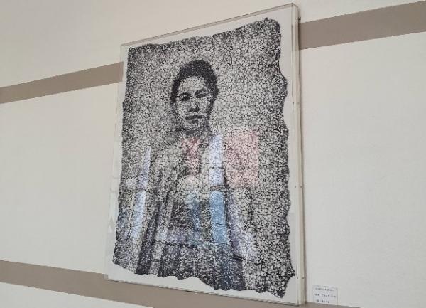 기념관 1층에 걸린 금기숙 작가의 2017년작 '그  소녀가 그리워'.