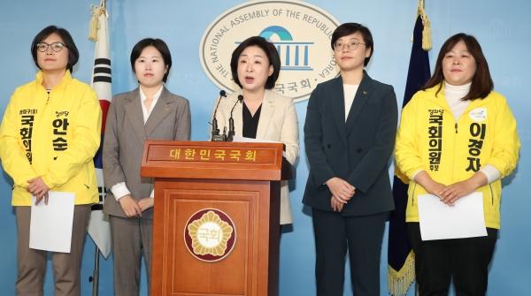 심상정 정의당 대표가 6일 젠더폭력 방지 공약을 발표하고 있다. ⓒ뉴시스·여성신문