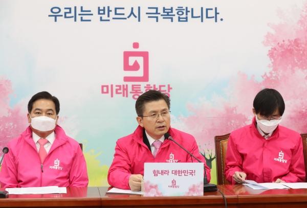 황교안 미래통합당 대표가 9일 서울 여의도 국회에서 열린 최고위원회의에서 발언하고 있다.