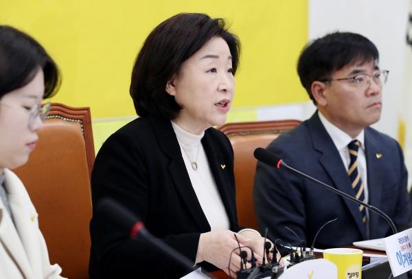 심상정 정의당 대표가 9일 서울 여의도 국회에서 열린 상무위원회에서 발언을 하고 있다.
