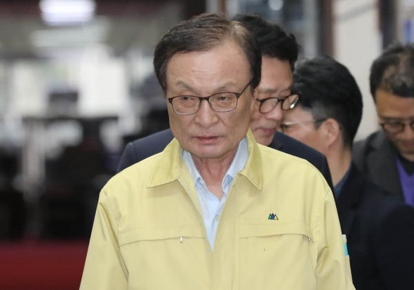 이해찬 더불어민주당 대표가 9일 서울 여의도 국회에서 열린 더불어민주당 비공개 최고위원회의에 참석하고 있다. ⓒ뉴시스