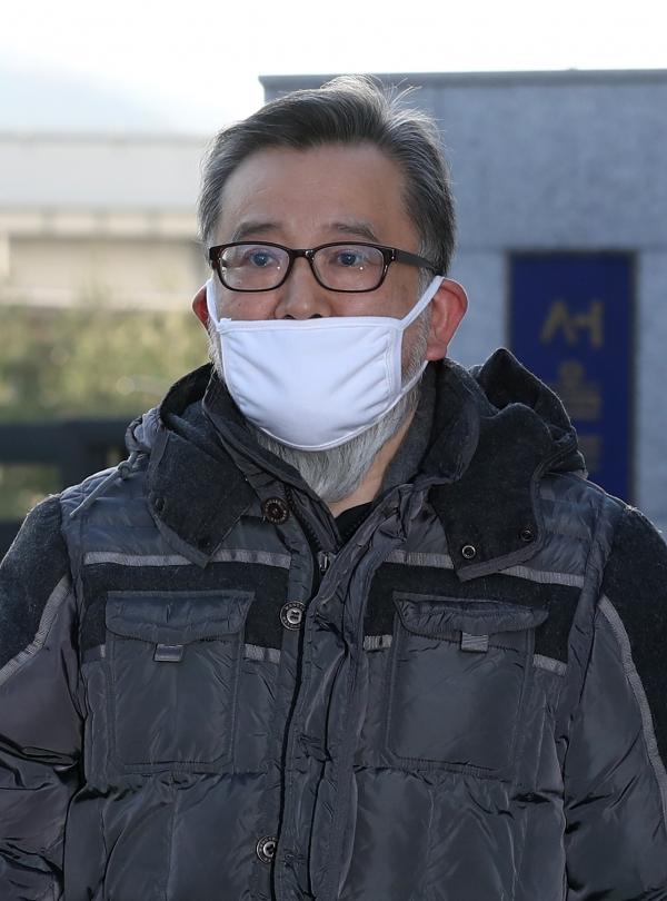 뇌물수수 및 성접대 혐의를 받고 있는 김학의 전 법무부 차관이 1심에서 무죄를 선고받아 22일 오후 송파구 동부구치소를 나서고 있다. ⓒ뉴시스·여성신문