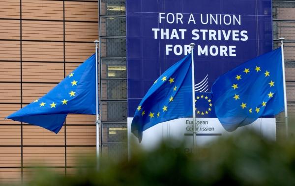 벨기에 브뤼셀의 유럽연합(EU) 본부 앞에 EU기가 휘날리고 있다. 건물 외벽에는 '더욱 번창하는 연합을 위해'라고 적힌 현수막이 걸려 있다. ⓒ뉴시스·여성신문