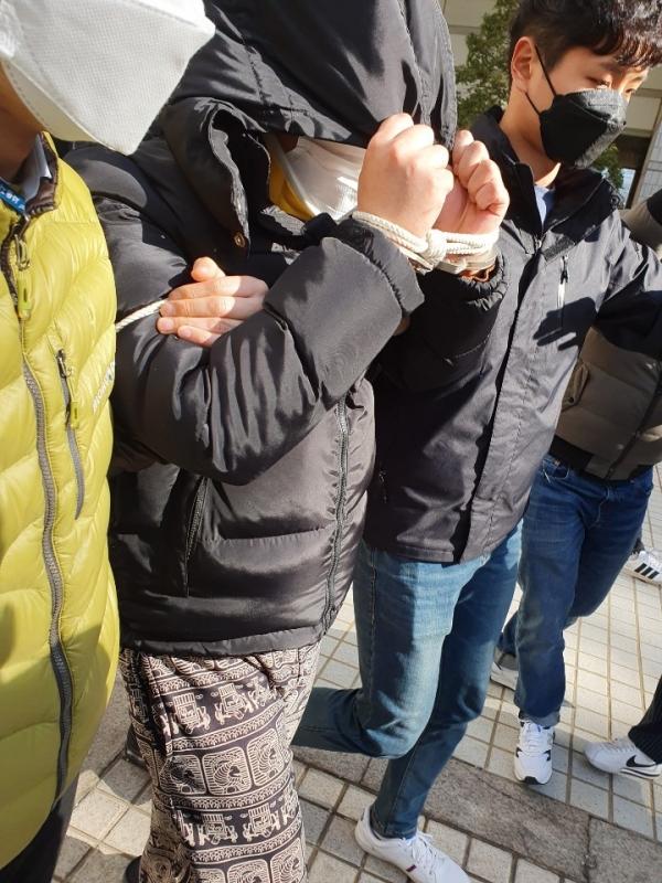 19일 법원과 경찰에 따르면 서울중앙지법 원정숙 영장전담 부장판사는 이날 오후 3시부터 이 사건 핵심 피의자 조모씨에 대한 구속 전 피의자 심문(영장실질심사)을 진행했다. 조씨 혐의는 아동청소년의 성보호에 관한 법률 위반(음란물제작 배포 등)이다. ⓒ뉴시스.여성신문