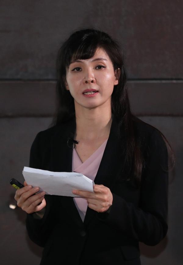 서지현 검사가 25일 오후 서울 마포구 문화비축기지 원형회의실에서 '삶의 질, 성평등, 그리고 복지'를 주제로 열린 '노르디톡스(NORDtalks) 2019'에서 개막연설을 하고 있다. ⓒ [뉴시스·여성신문]
