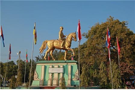 사가잉 주 몽유와 시 중심가에 있는 아웅산 장군의 기마상. ©조용경