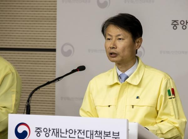 김강립 중앙재난안전대책본부 1총괄조정관이 6일 오전 11시 정부세종청사에서 열린 신종 코로나 바이러스 감염증(코로나19) 정례브리핑에서 발언을 하고 있다. ⓒ중앙재난안전대책본부