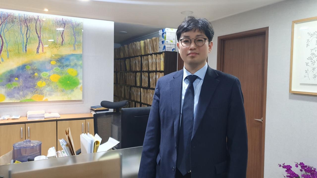 서초구 법무법인 이공 사무실에서 만난 양홍석 변호사 ⓒ여성신문
