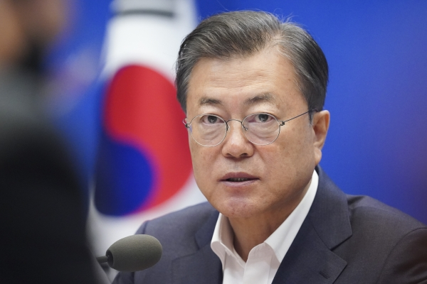 문재인 대통령이 22일 청와대에서 열린 제5차 비상경제회의에 참석했다. ⓒ뉴시스·여성신문