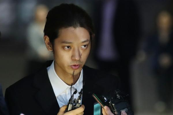 서울지방경찰청 광역수사대는 지난 17일 정준영을 비공개로 재소환해 이날 오전 4시 조사를 마쳤다. 경찰은 빠르면 이날 정준영에 구속영장을 신청할 방침이라고 했다. ⓒ뉴시스·여성신문 ⓒ뉴시스·여성신문