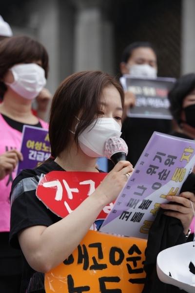 18일 오전 서울 종로구 세종문화회관에서 한국여성노동자회 외 24 단체가 '2020년 제4회 성별임금격차 해소를 위한 임금차별타파의 날' 기자회견일 열렸다. ⓒ홍수형기자