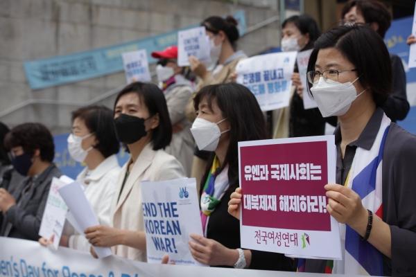 22일 오전 서울 종로구 세종문화회관에서 여성평화운동네트워크가 '평화와 군축을 위한 세계 여성의 날' 기념하여 기자회견을 열었다. ⓒ홍수형 기자