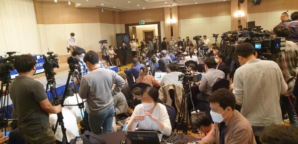 25일 오후 이용수 인권운동가의 기자회견이 열리는 대구 수성구 인터불고호텔 즐거운홀에 취재진이 몰렸다. ©권은주 기자