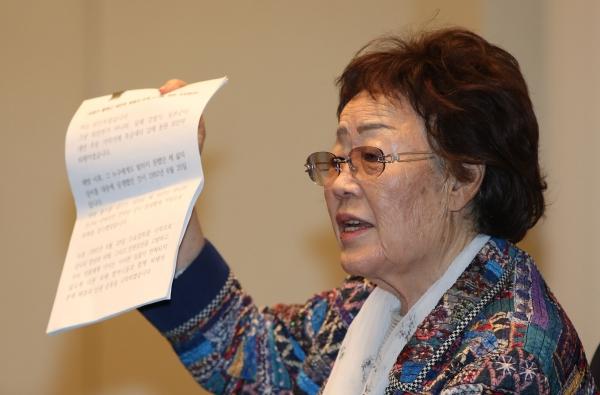 """일본군'위안부' 피해자인 이용수 여성인권운동가는 25일 오후 대구 수성구 인터불고호텔에서 기자회견을 열고 정대협을 향해 """"무슨 권리로 위안부 피해자를 이용하느냐""""고 비판했다. ©뉴시스·여성신문"""