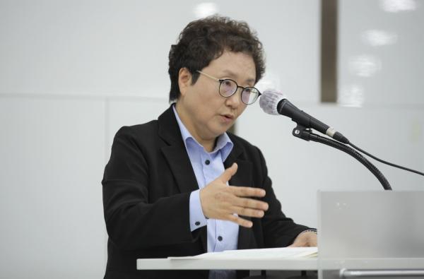 27일 오후 서울 은평구 한국여성정책연구원에서 열린 '양성평등 전담부서 신설 1주년' 토론회에서 박선영 한국여성정책연구원 선임연구위원은 발언을 하고 있다. ⓒ홍수형 기자