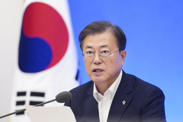 문재인 대통령이 1일 오후 청와대에서 열린 제6차 비상경제회의에 참석해 발언을 하고 있다. ⓒ뉴시스