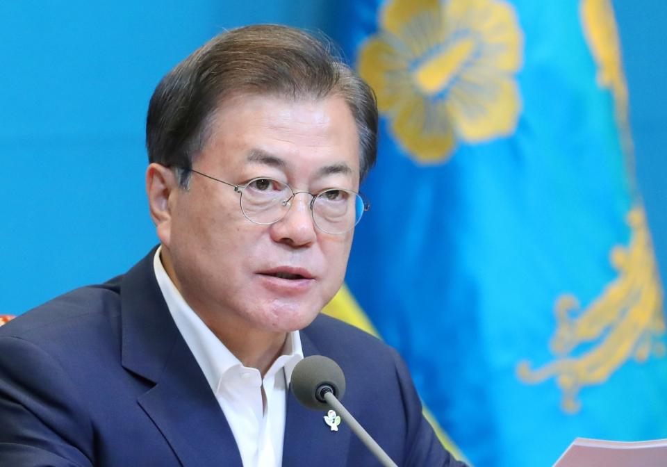 문재인 대통령이 9일 청와대 여민관에서 열린 제30회 국무회의에 참석해 발언하고 있다. ©여성신문·뉴시스