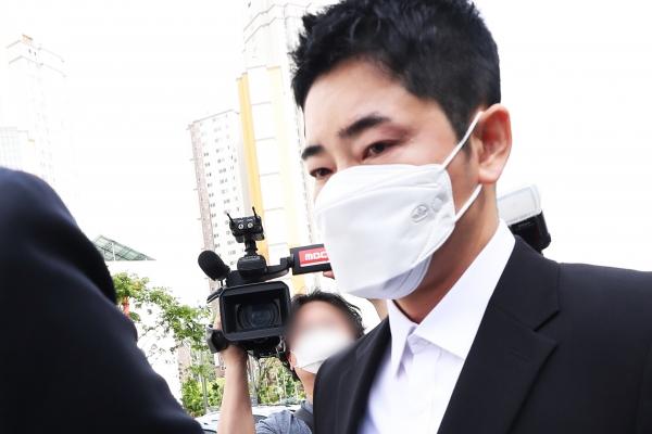 성폭력 혐의로 기소돼 항소심에서 집행유예를 선고받은 배우 강지환. 뉴시스