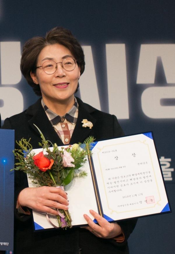 이상심 강진부군수. 사진은 2019년 12월 12일 '제13회 장보고대상 시상식'에서 특별상 수상 당시의 모습. ⓒ전남도 제공