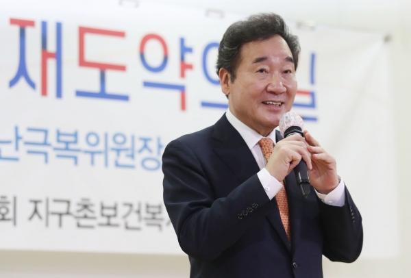 이낙연 더불어민주당 의원이 1일 서울 여의도 국회 의원회관에서 열린 코로나19 사태 이후, 대한민국 재도약의 길에서 강연을 하고 있다.  ©여성신문·뉴시스