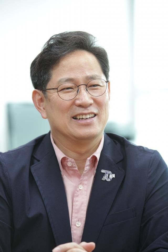 """25일 오전 서울 여의도 국회의사당에서 박수영 의원은 """"권력형에 해당하는 성범죄는 가중 처벌을 해야한다""""며 질문에 답하고 있다. ⓒ홍수형 기자"""