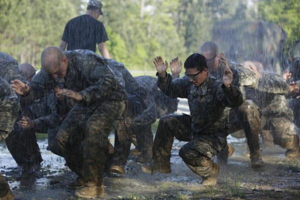 한국의 특전사와 유사한 미 육군 레인저 스쿨(Ranger School) 훈련 모습. 2015년 미 여군 최초로 레인저 스쿨 수료생이 탄생했고, 지난 9일에는 미군 특수부대 '그린 베레(Green Beret)'에 여군이 최초로 합류했다.  ⓒ미 국방부