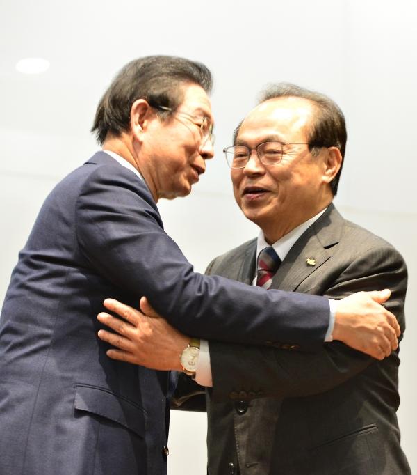 오거돈 전 부산시장과 고 박원순 전 서울시장. ⓒ여성신문·뉴시스