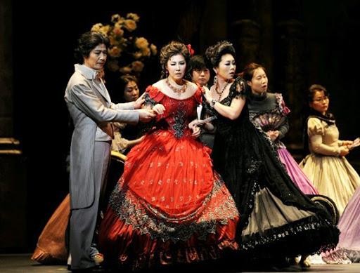 2012년 서울 충무아트홀에서 열린 오페라 '라 트라비아타'. 당시 김은경 소프라노는 주연 '비올레타' 역을 맡았다. ⓒ충무아트홀<br>