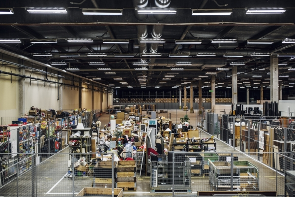 스웨덴 에스킬스투나시에 위치한 대형 재활용 복합쇼핑몰센터 레투나. 이곳에 입점한 매장에서 판매하는 물건들은 대부분 재활용품을 수선해 가치를 더한 업사이클링 상품이다. ©Lina Östling