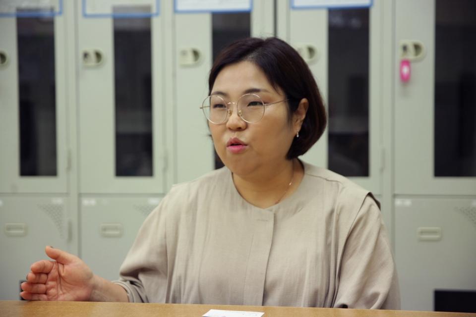 """6일 오전 서울 중구 유니클로 명동중앙점에서 김지현 구세군디딤돌 원장은 """"저희 구세군디딤돌은 엄마들이 아이를 키우는데 어떻게 할지 모르는 첫 과정에 저희는 도움을 주기에 엄마와 아이들이 자립을 잘 준비 할 수 있도록 돕는 것이 목표다.  ⓒ홍수형 기자"""