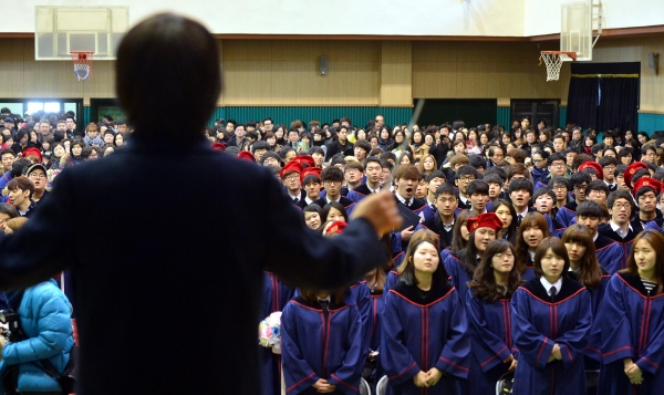 5일 오전 서울 서초구 서초동 양재고등학교에서 열린 졸업식에서 졸업생들이 교가를 부르고 있다. 2014.02.05. 기사와 무관한 사진. ⓒ뉴시스·여성신문