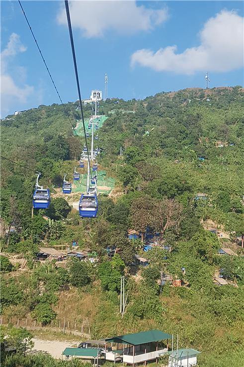짜익티요 산 정상까지 운행하는 케이블카. ©조용경