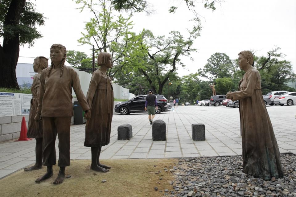 14일 오전 서울 중구 회현동에는 일본군 위안부 피해자 기림비가 세워져 있다. ⓒ홍수형 기자