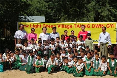따웅뛴지 마을의 초등학교 어린이들. Ⓒ조용경