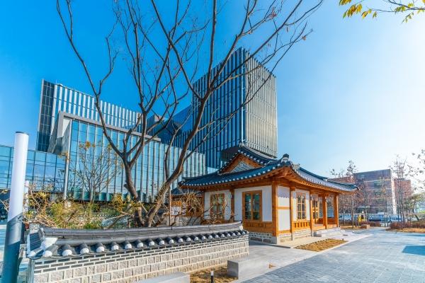 이화여대 부속병원의 전신인'보구여관'은 현재 서울 강서구 마곡동에 위치한 이화여대 의과대학과 이대서울병원<strong></strong> 옆에 복원돼 있다. ©이화여자대학교 의료원