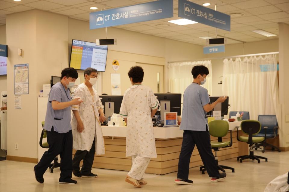 8일 오후 경기도 성남시 한 병원에서 정부의 의료정책에 반대하며 무기한 집단휴진 이어왔던 전공의들이 오늘 오전부터 병원 업무에 복귀했다.ⓒ홍수형 기자