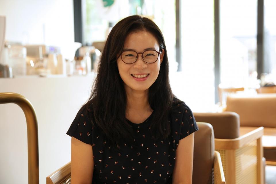 19일 오후 서울 용산구 한 카페에서 김예원 변호사는 여성신문과 인터뷰를 하고 있다. ⓒ홍수형 기자