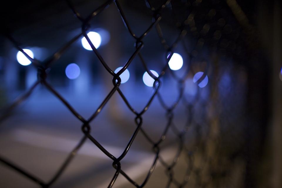 조두순을 사회에서 영구적으로 격리하라는 주장에서 '보호수용법'이 제안 돼 호응을 얻고 있다. 그러나 법률가들은 해당 법안은 위헌 소지가 커 입법 가능성이 낮다고 보고 있다. ⓒpixabay
