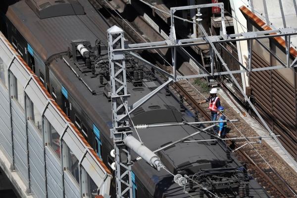 서울교통공사 관계자들이 11일 서울 노원구 상계역에서 열차 복구작업을 하고 있다. 11일 오전 10시43분께 상계역에 멈춰있던 코레일 열차를 창동차량기지로 회송중이던 서울교통공사 열차가 추돌해 양방향(노원↔당고개) 운행이 중단됐다. ⓒ뉴시스