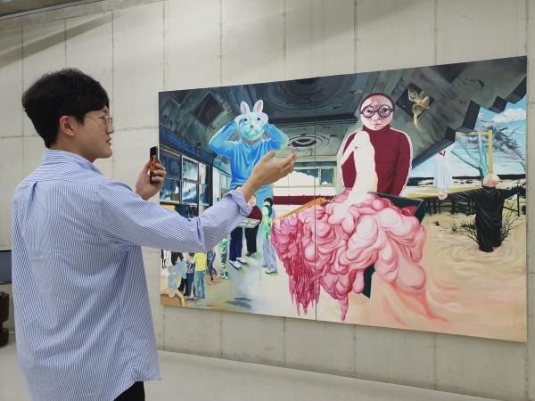 2020 미술주간 연계 프로그램 중 사비나미술관의 실시간 비대면 도슨트 투어 프로그램 '우리끼리 온택트 뮤지엄' ⓒ사비나미술관