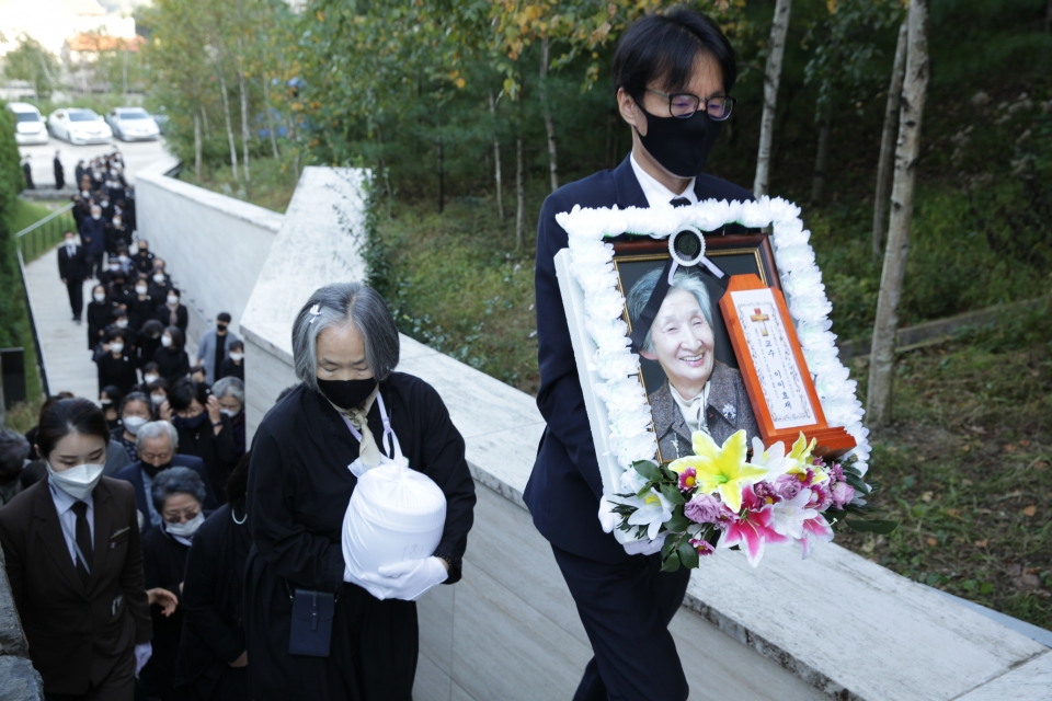 6일 오후 이천시 마장면 에덴낙원에서 이이효재 이화여대 명예교수 추모식이 열렸다. ⓒ홍수형 기자
