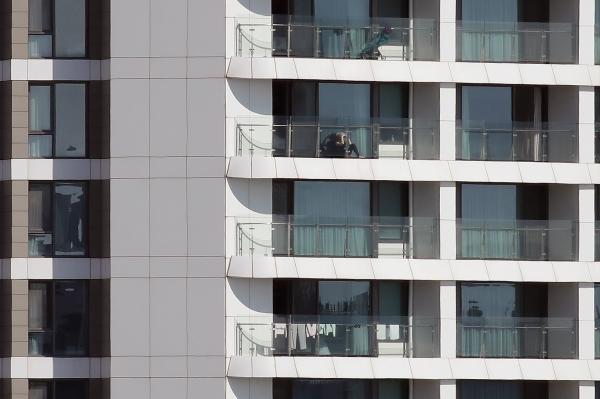 8일 오후 서울 강서구의 한 신종코로나바이러스감염증(코로나19) 자가격리시설 창문에 빨래가 널려있다. ⓒ여성신문·뉴시스