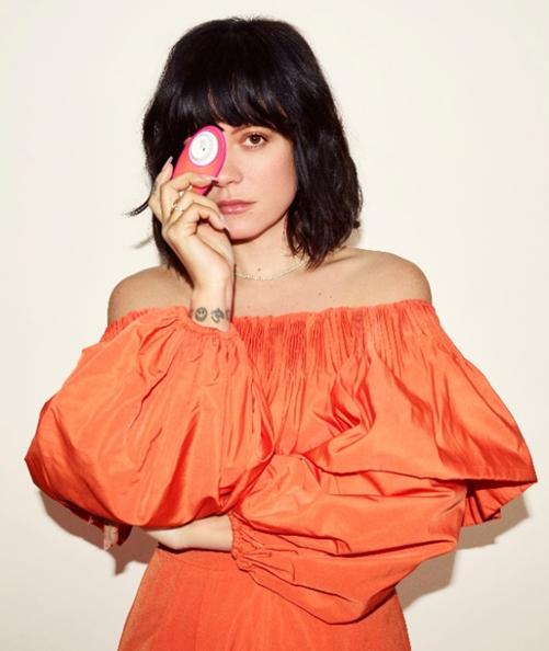 영국의 팝가수이자 디자이너 릴리 알렌(Lilly Allen)이 글로벌 섹스토이 브랜드 '우머나이저'와 손을 잡았다. ⓒWOW TECH 제공