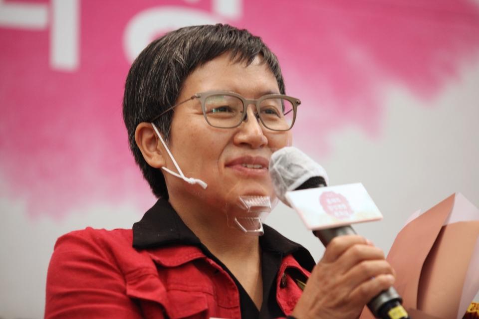 29일 오후 서울 중구 한국프레스센터에서 여성문화네트워크가 '2020 올해의 양성평등 문화상' 시상식을 열고 정정엽 미술가가 발언을 하고 있다. ⓒ홍수형 기자