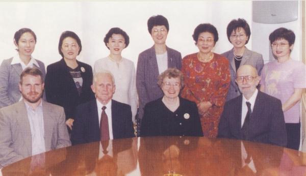 지난 2000년 10월 6일 한국을 방문한 로제타 홀 가족 모습. 사진=안명옥