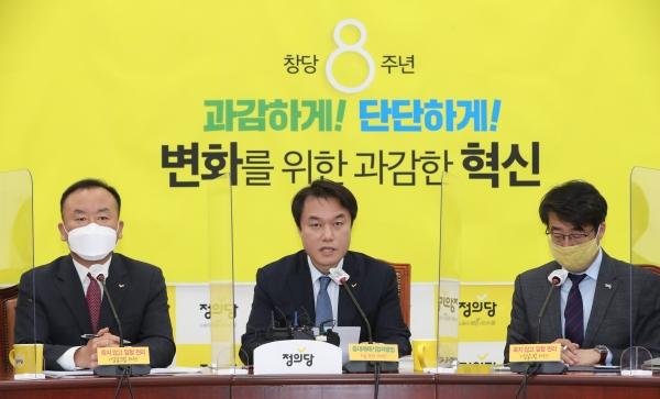 김종철 정의당 대표가 2일 서울 여의도 국회에서 열린 대표단 회의에서 발언하고 있다. (공동취재사진)